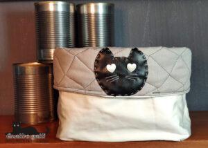 cestrino contenitore in stoffa chiaro e testa gatto