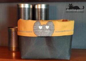 cestino contenitore tessuto giallo, grigio e testa gatto