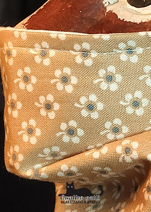 profilo mascherina beige e fiorellini