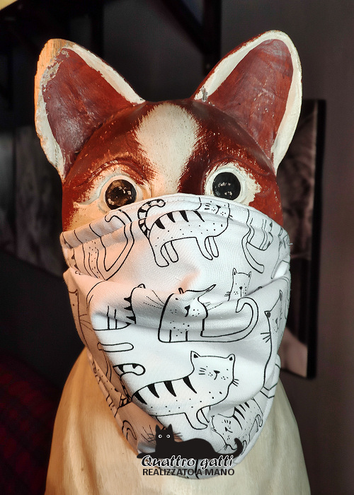 mascherina bianca con gattini