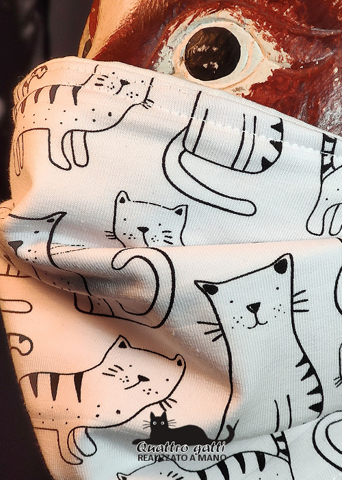 profilo mascherina bianca con gattini